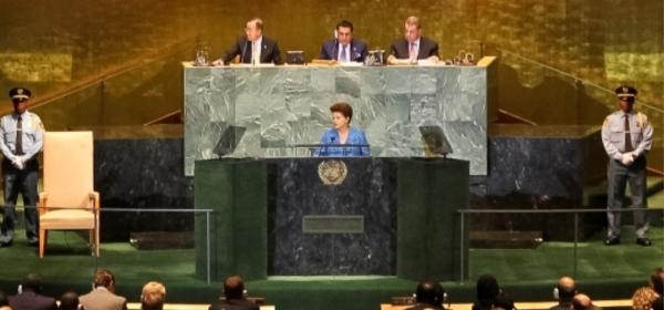 un-green-jade-podium-stone